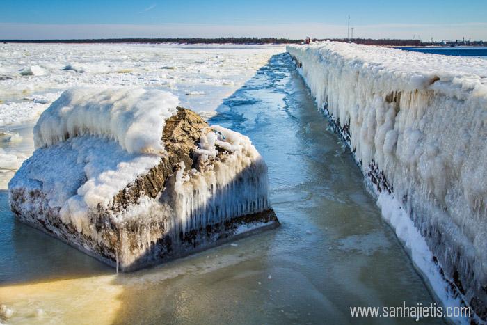 Mangaļsalas mols ziemā