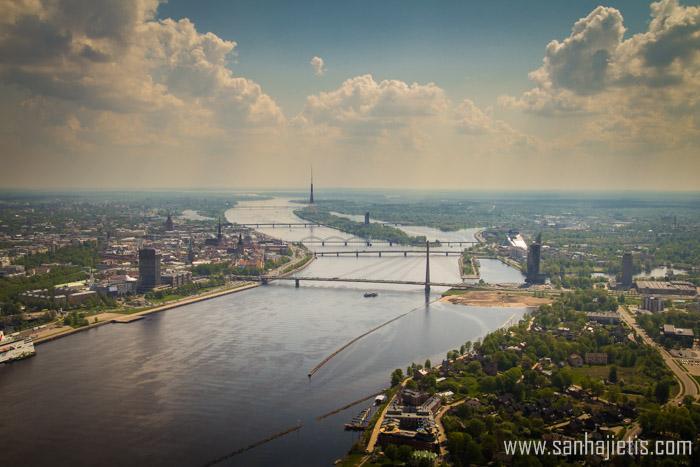 Lidojums virs Rīgas