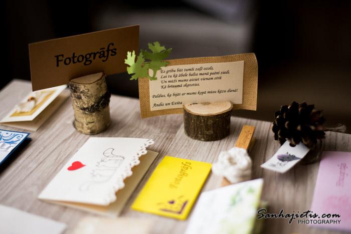 Kāzu galda kartes, nelielās dāvaniņas un amatu iedalīšana no kāzu fotogrāfa redzesloka