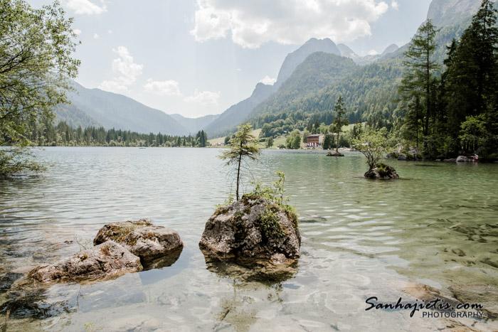 Vācijas smaragdzaļo un dzidrais Hintersee ezers
