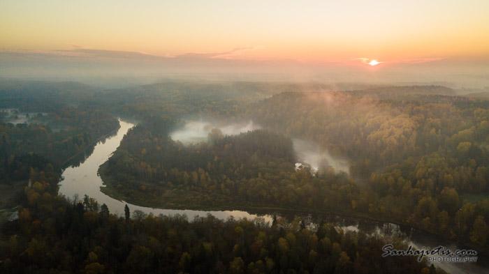 Siguldas zelta rudens saullēktā