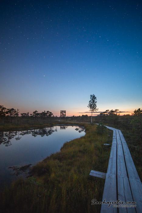 Ķemeru nacionālā parka skatu tornis saulrietā