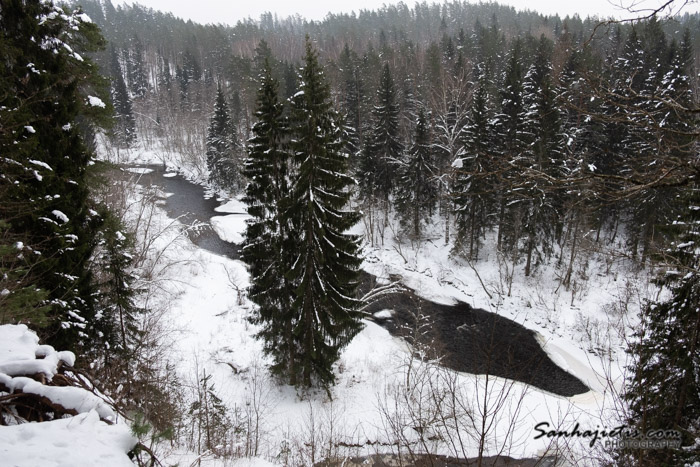 Pārgājiens gar Braslas upi ziemas spelgonī